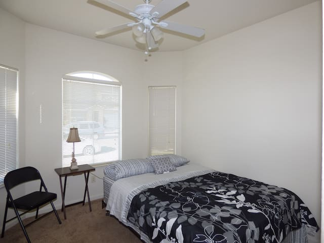 Bright room 4 in Elk Grove - Elk Grove - Hus
