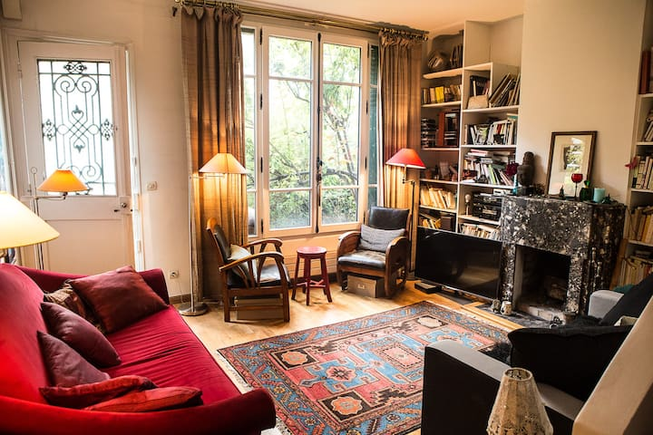 Charming parisian house with private garden!