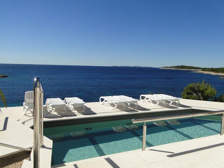 Villa Perla 3- direct at the sea