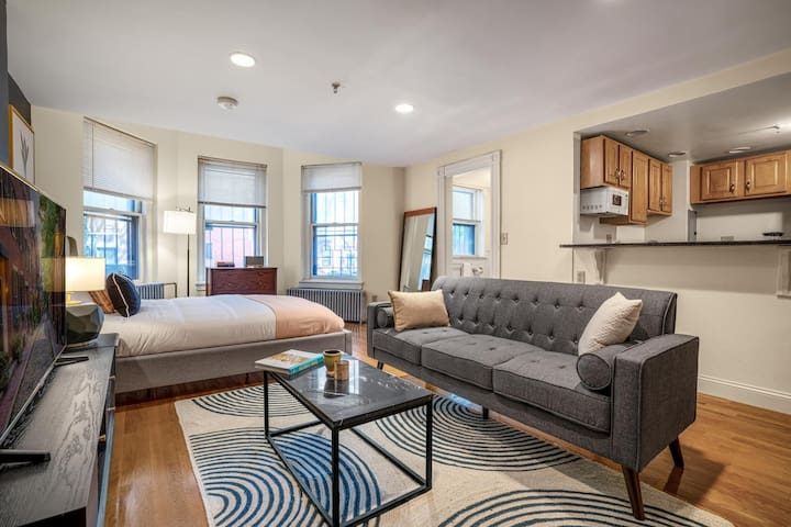 Lux Back Bay Studio near Boston Common & Prudential Ctr, by Blueground
