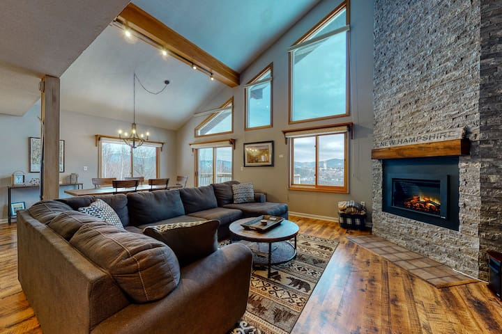 Impeccable mountain top home, w/ stunning views, fireplace, WiFi, A/C & laundry!