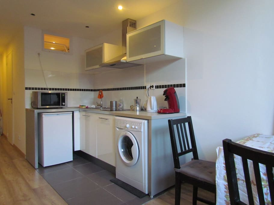 small kitchen, fully equipped
