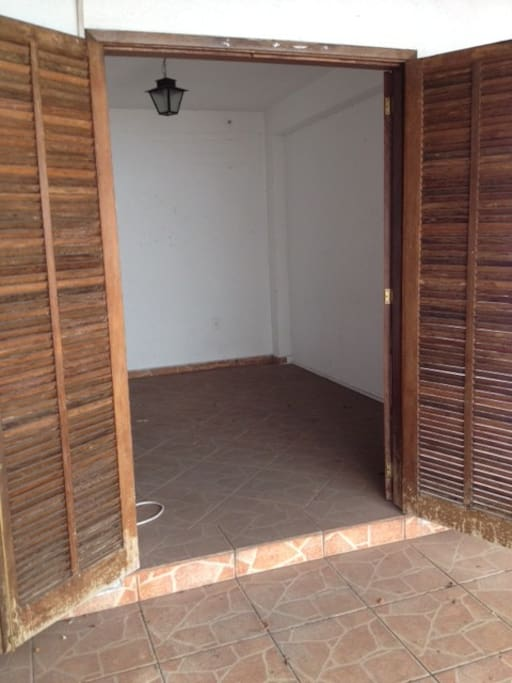 Cômodo 2, com portas estilo balcão