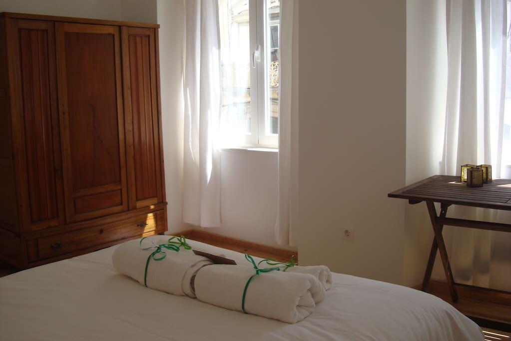Quarto solarengo, ótima localização Apartamentos para  ~ Quarto Casal Lisboa Alugar