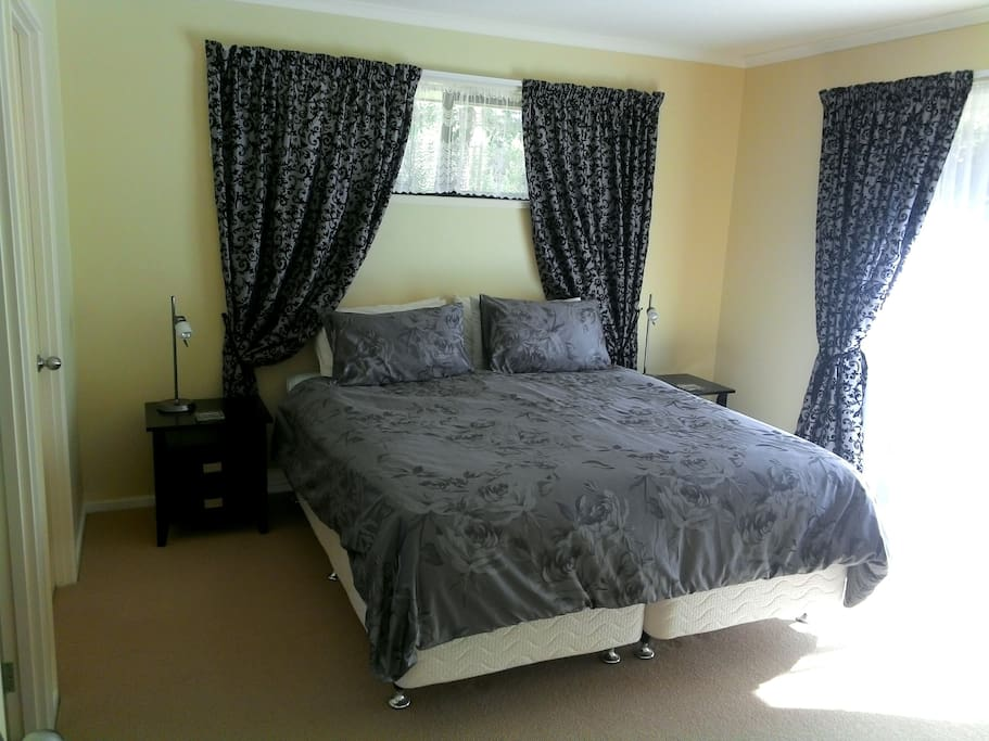 King Bed with ensuite bathroom and walk in wardrobe