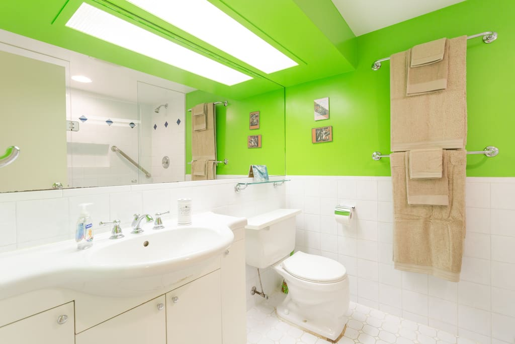 Large, bright bathroom with DOUBLE shower!