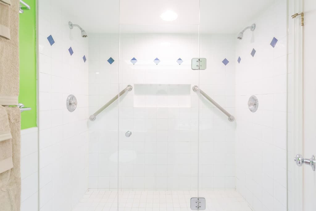 Double shower with 2 separately controlled shower heads!