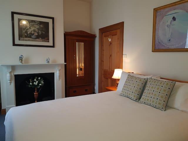 Queen size bedroom with ensuite