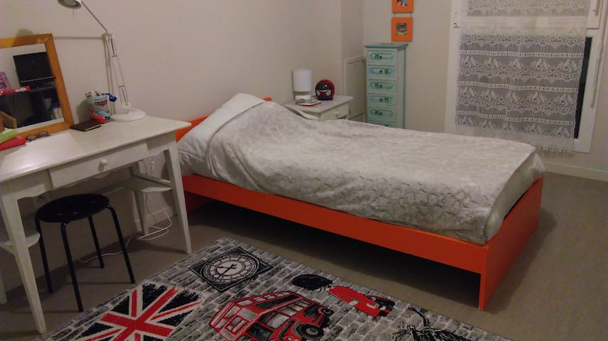 Chambre agreable pres du circuit