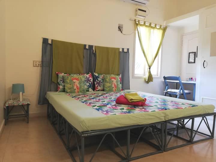 Villa Meena room for 2 guests in Suffren street