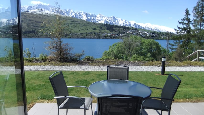 Lakeside Luxury - Queenstown - Flat