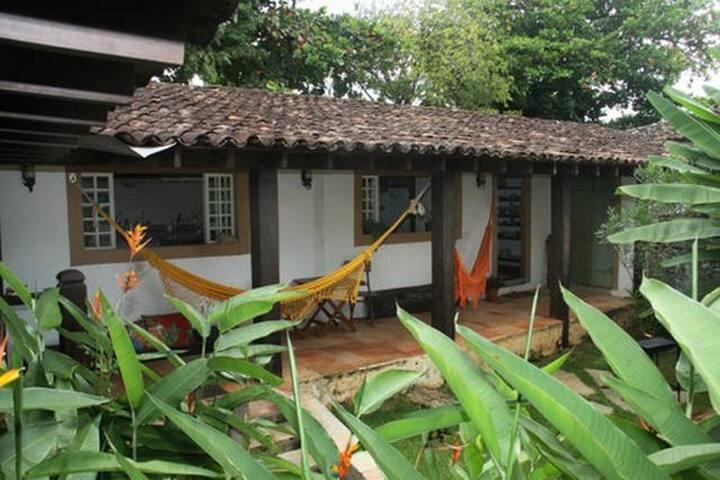 Hospede-se num bonito e original casarão Quarto 2 - Pirenópolis