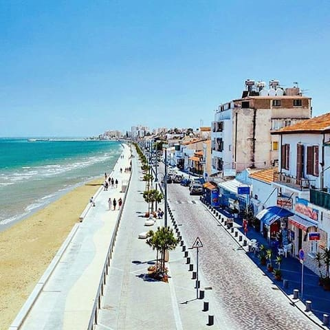 Larnaca to Mackenzi walkway