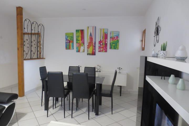 Gite pontévallois logement grand confort au calme