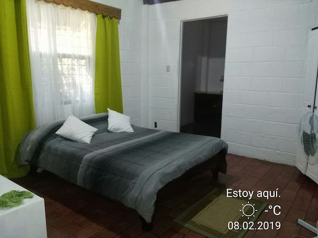 Room witn private bath /1 block from beach & town