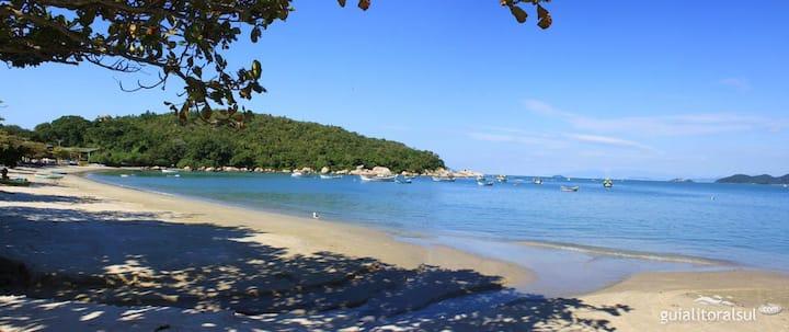 Suite aconchegante pertinho das praias