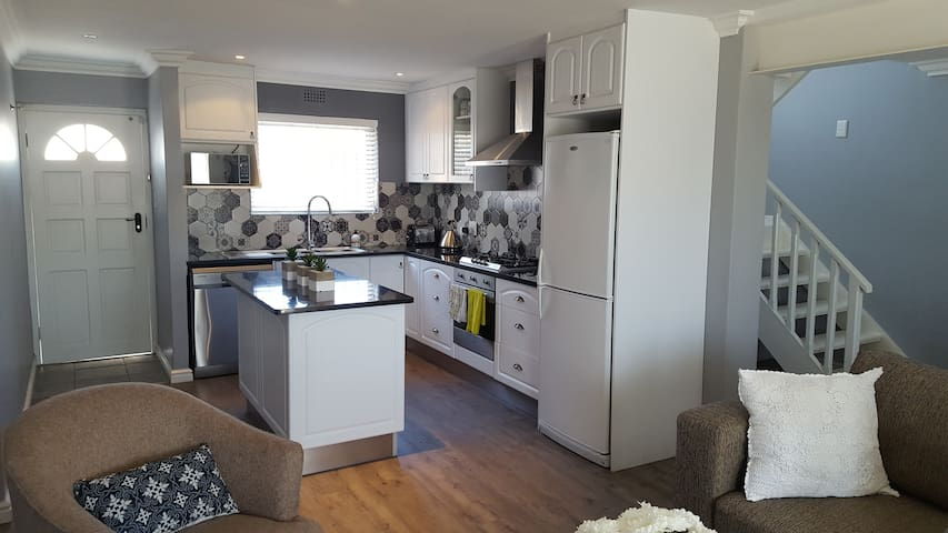Kitchen with Gas Hob, Fridge and Dish Washer