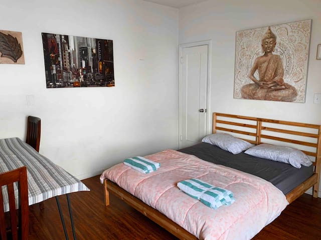 **BEATIFUL CENTRAL COSY APARTMENT**