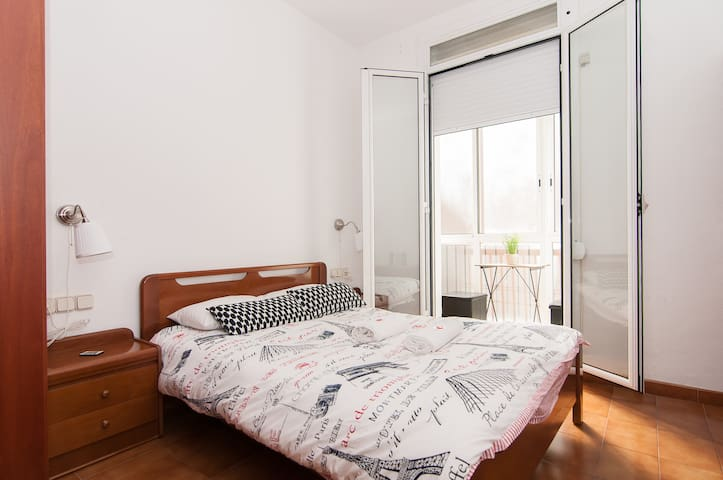 Lovely room with galery Eixample - Barcelona - House