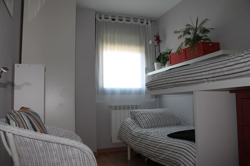 Chambre neuve et lumineuse pour 1 ou 2 personnes jaca for Chambre 2 personnes