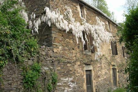 Maison du XVIIIè  en pleine nature - Curvalle