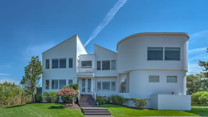 NEW LISTING: Immaculate & contemporary home, views of the open bay, architectural wonder, ideal summer getaway!