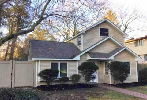Country Club Smart Cottage of Medford Lakes