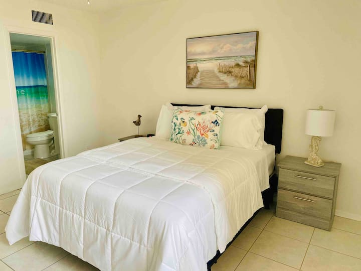 Tranquil and Relaxing Condo with Private Beach!