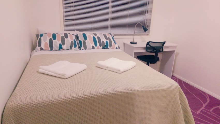 Modern, Cosy, Low-Level, Heat/Cool AC. 1-5 guests - Upper Mount Gravatt - Huoneisto