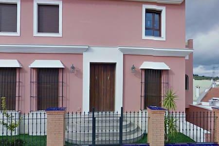 Casa Manuela en Monesterio, vive la Sierra. - Monesterio - บ้าน