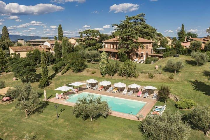 Adorabile case vacanze con giardino a Castiglione del Lago