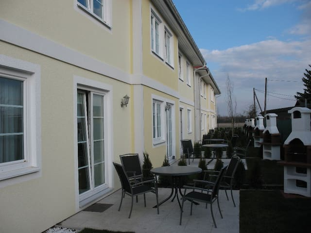 Studio L2 for 2 with free parking and garden