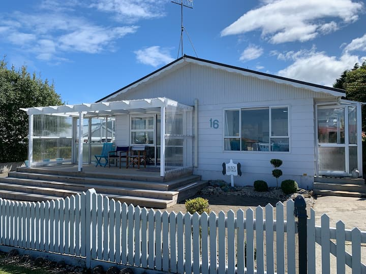 Beach Cottage - A Cosy Beach Cottage Charmer