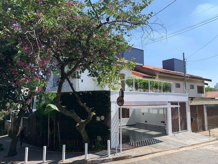 Suite charmosa com terraço na Vila Madalena (1)