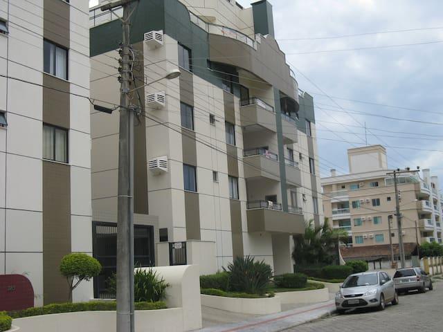 Lindo Apartamento Bombinhas, próximo à praia!