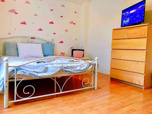 Beautiful Cozy  Room, 漂亮的单房 ((: