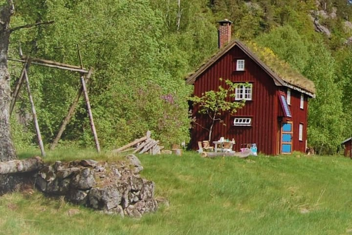 Nostalgic and private  in gorgeous nature Grimstad