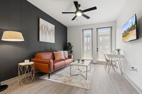 BRAND NEW apartment-Perfect Location