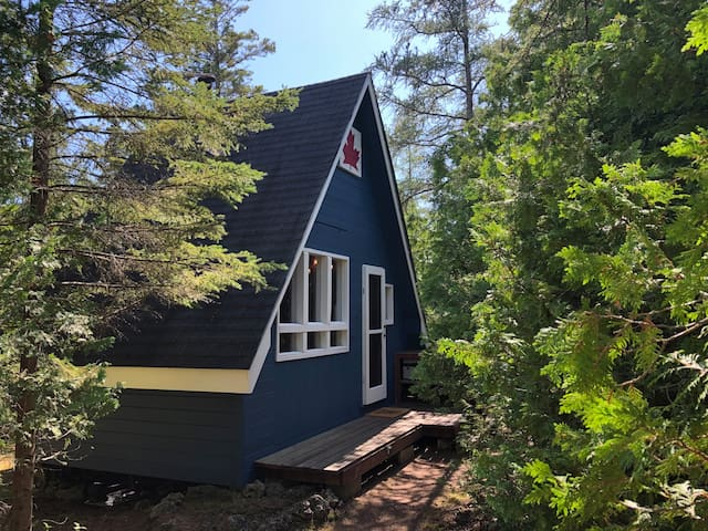 Off-Grid Cabin in Tobermory on Huron Waterfront