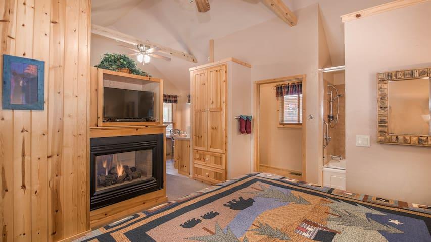 "Shadow Mountain Lodge & Cabins - ""Cabin 301"" Romantic Whirlpool Cabin -Fireplace"
