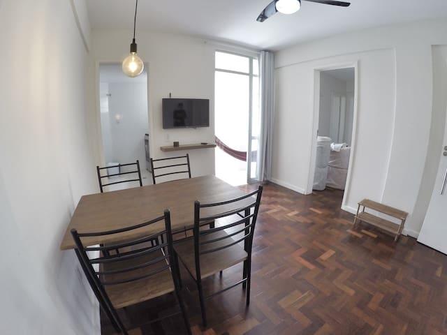Maravilhoso Apartamento (Apipema - 500m da Barra)