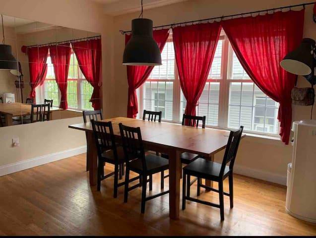 62/R5 Cozy, Sunny room. Center of (Website hidden by Airbnb)