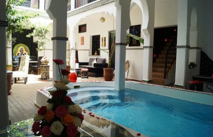 Spacious modern house with swimming pool Marrakech