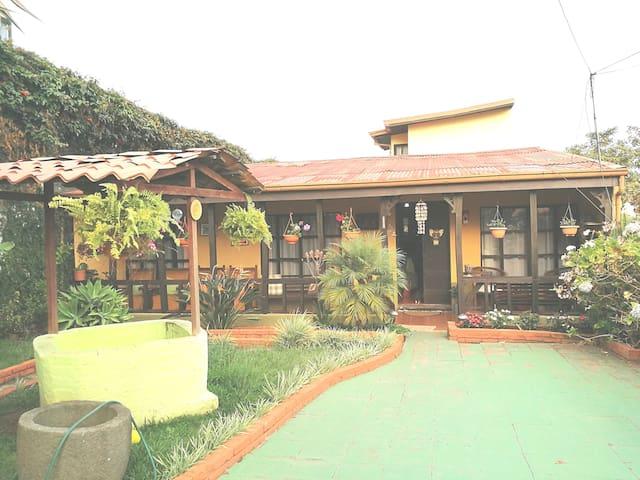 Habitación Rústica #2, cerca del centro de Cartago