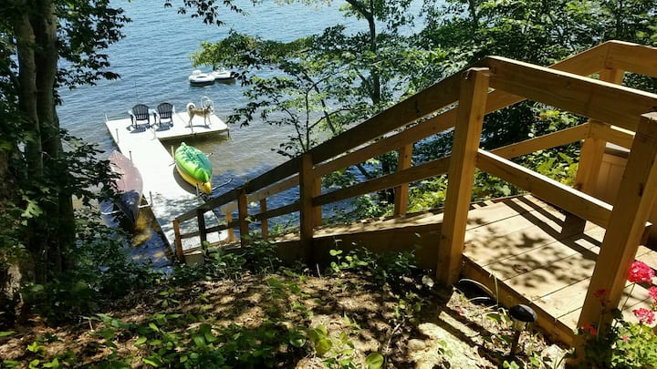 Beautiful Lakefront Getaway on Mashpee Pond