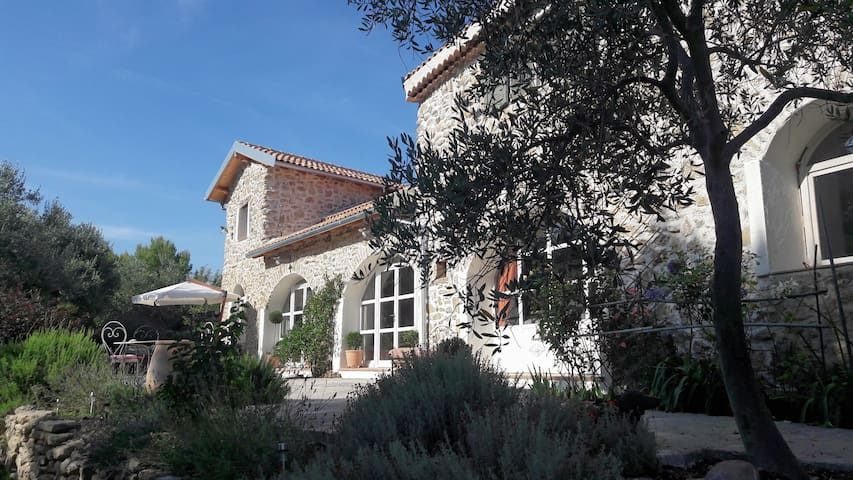 Beautiful home in the hills distance sea 8 km.