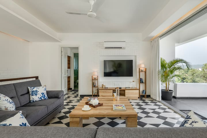 2bhk apartment with balcony and terrace in siolim