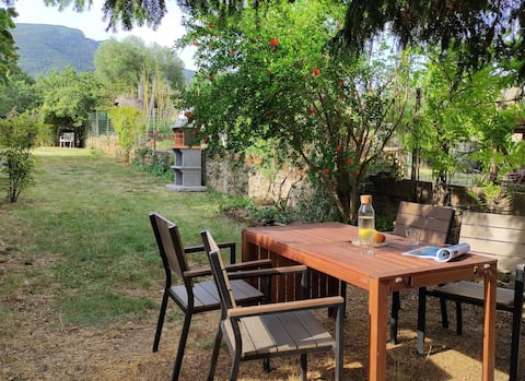 Ca la Duna house with back garden in la Garrotxa