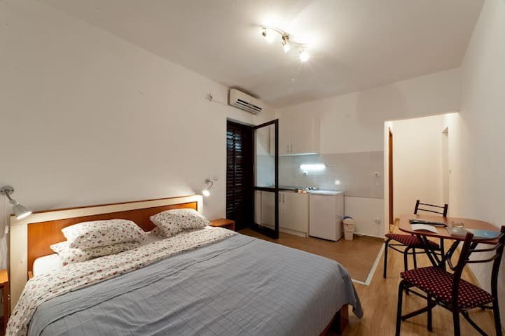 ApartmentSlavitza2,convenient.&cozy - ทิวัต