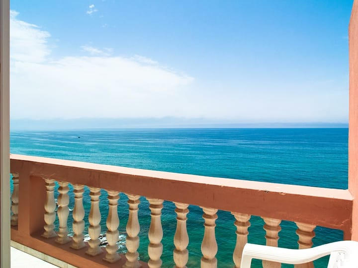 One Bed with Sea View & Balcony
